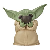Figurina Star Wars Baby Yoda, Sipping Soup, F12185l00, 6 cm