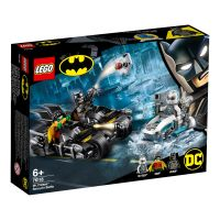 LG76118_001w LEGO® DC Comics Super Heroes - Mr. Freeze™ in batalia pe batcycle