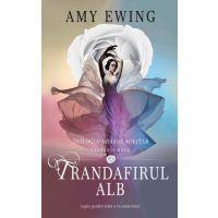 Trandafirul alb, Amy Ewing